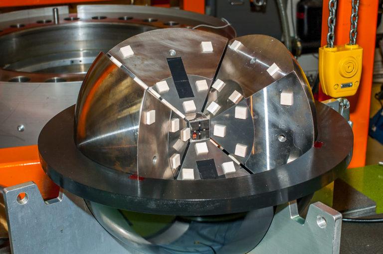 Сфера для изготовления алмазов в раскрытом состоянии